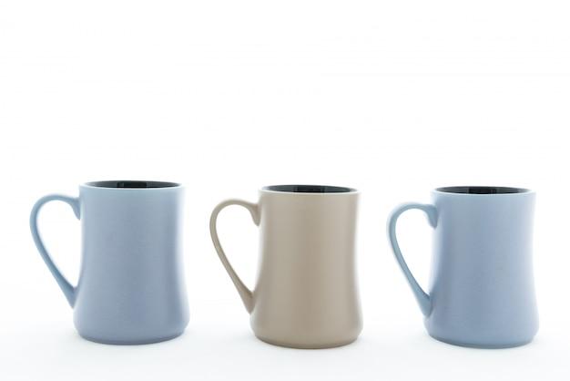 Tres vasos de cerámica con asa.