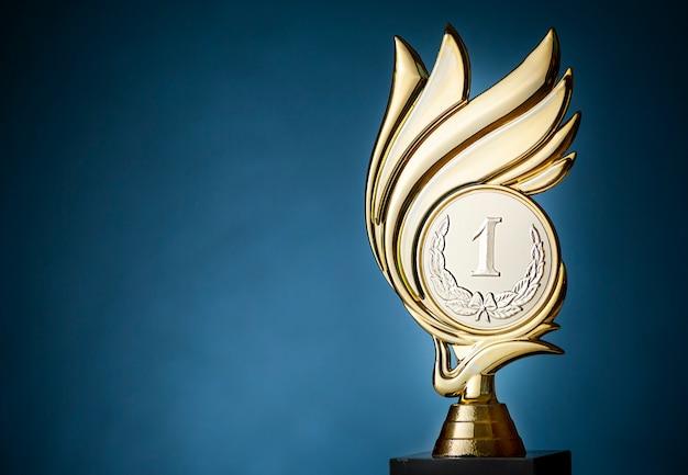 Trofeo de campeonato para el ganador del primer lugar