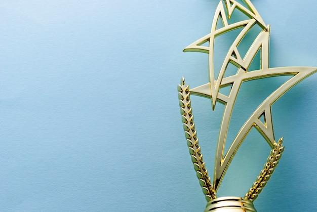 Trofeo estrella de oro para un ganador de la competencia.