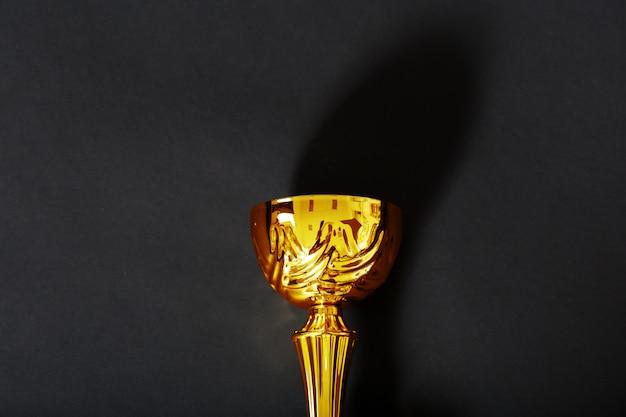 Trofeo con fundamento negro