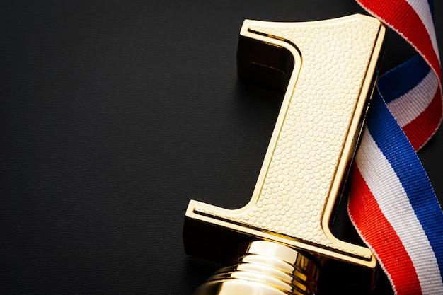 Trofeo de oro para un campeón.