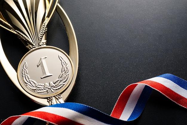 Trofeo de oro para el ganador de un evento de campeonato.