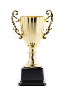 Trofeo de oro sobre fondo blanco aislado