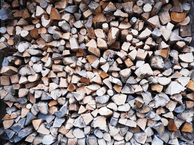 Troncos de corte de madera apilados orgánicos naturales