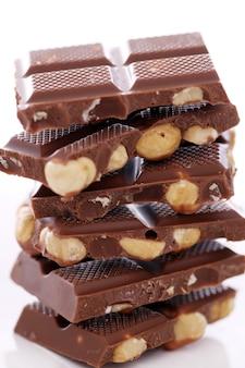 Trozos de chocolate con leche con nueces