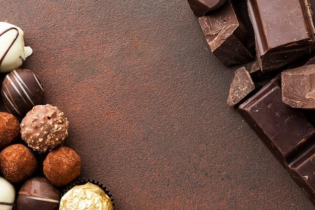 Trufas de chocolate gourmet copia espacio