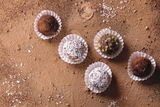 Trufas de chocolate hechas a mano.