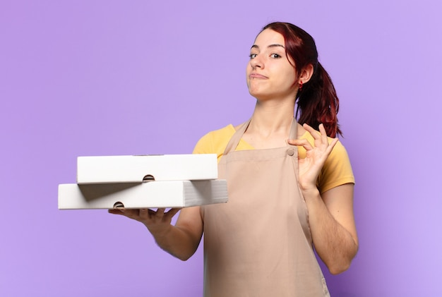 Tty mujer con cajas de comida rápida para llevar