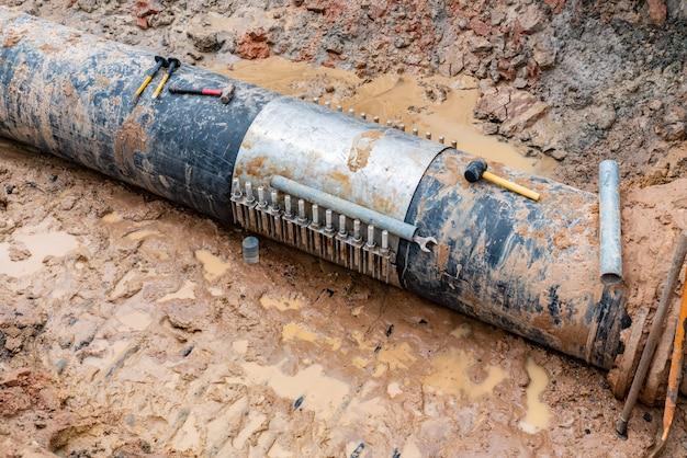 Tubería de agua cubierta de aluminio fundido roto, 600 mm. banda de diámetro con tornillo de apriete.