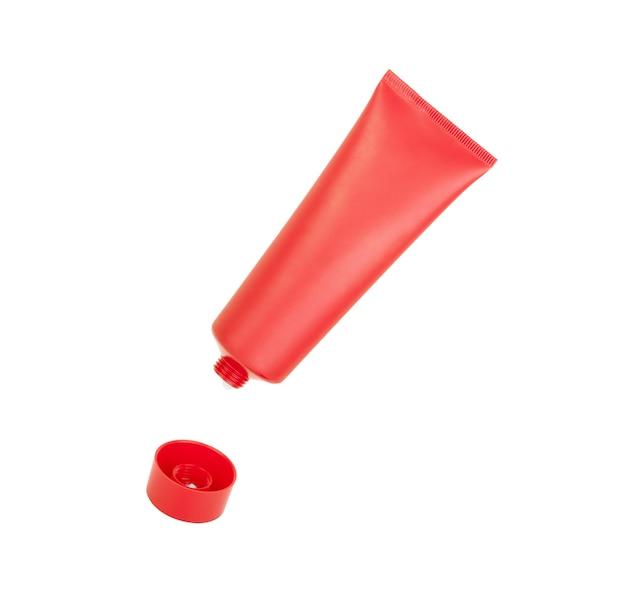 Tubo para crema o pasta de dientes o pegamento sobre un fondo blanco.