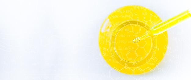 Tubo de ensayo de vidrio de ciencia amarilla