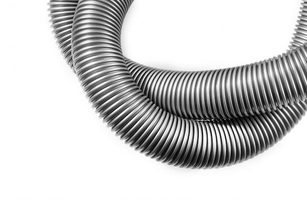 Tubo negro de una aspiradora en un blanco, de cerca.