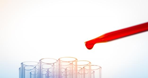Tubos de ensayo de laboratorio, cristalería médica. (proce imagen filtrada