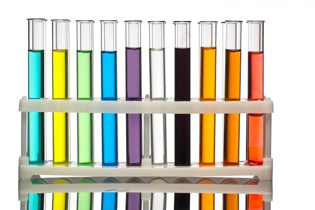 Tubos de ensayo con líquidos coloridos.