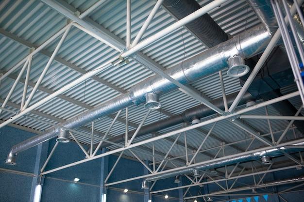 Tubos de ventilación en material aislante de plata.