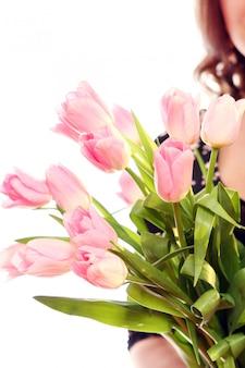 Tulipán rosado fresco y hermoso
