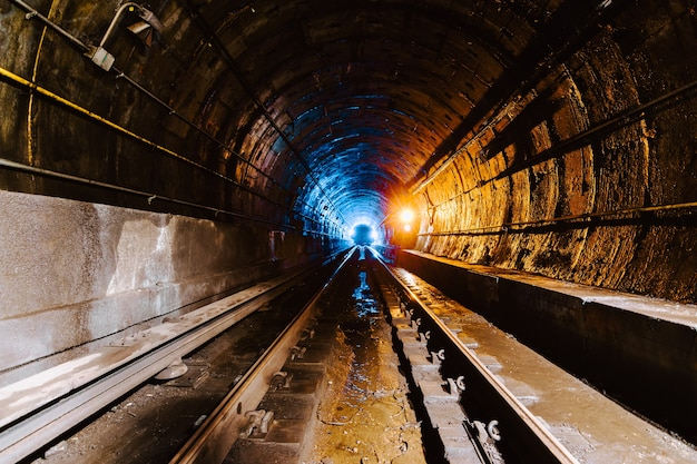 Túnel subterráneo y el ferrocarril en la ciudad de nueva york, estados unidos