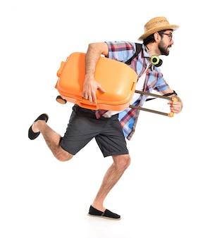 Turista corriendo rápido