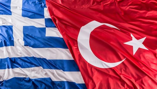 Turkea una bandera de grecia junto - foto de estudio.