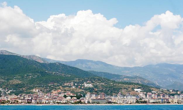 Turquía alanya vista panorámica costera del mar mediterráneo de la ciudad