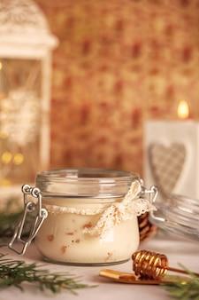 Turrón casero dulce y miel con nueces al estilo vintage