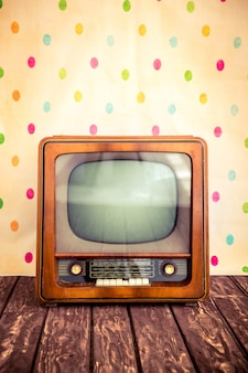 Tv retro con pantalla en blanco