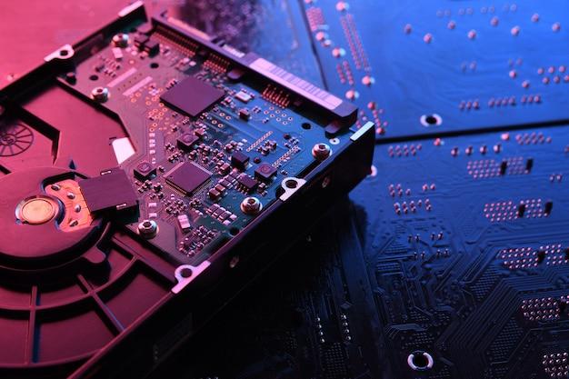 Unidad de disco duro de computadora en placa de circuito