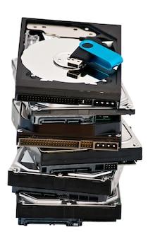 Unidad flash usb que se encuentra en la parte superior del disco duro