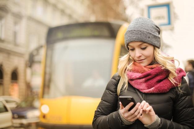 Usando una aplicación en un teléfono inteligente