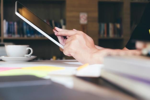 Usando tecnología de conexión en línea para negocios