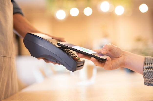 Usar un teléfono inteligente para el pago