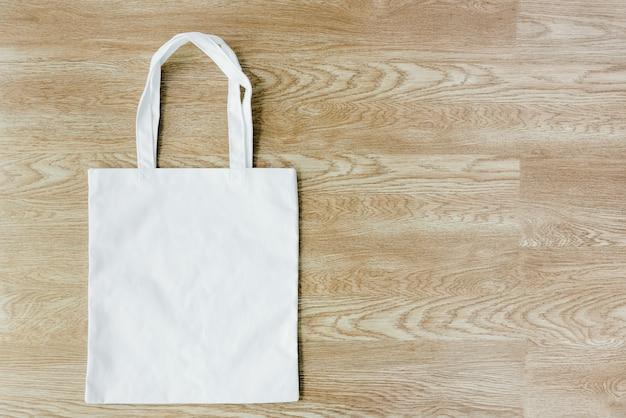 Use bolsas de tela para reducir el calentamiento global.
