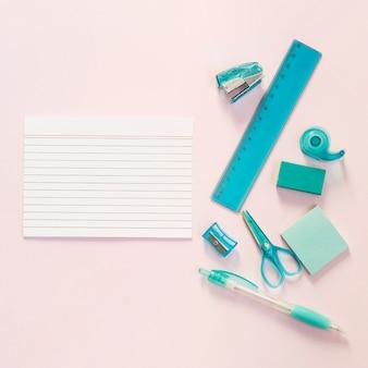 Útiles escolares con bloc de notas