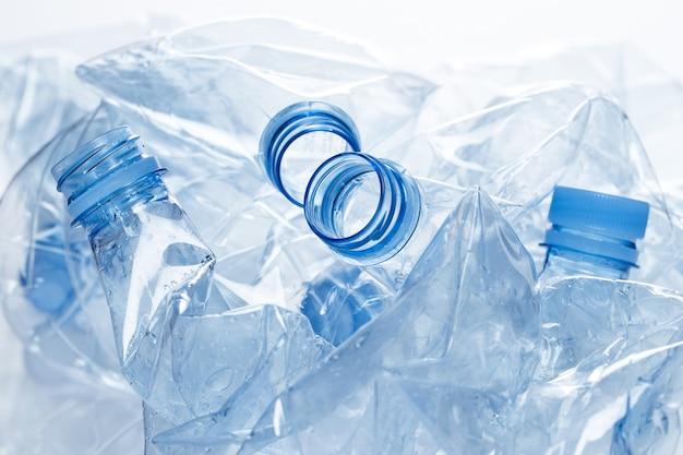 Utilización. botella de agua vacía