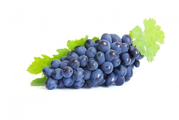 Uvas en blanco aislado