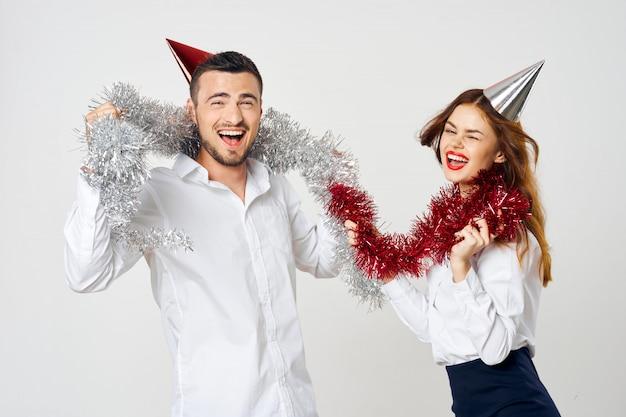 Vacaciones hombre y mujer, fiesta corporativa navidad y año nuevo