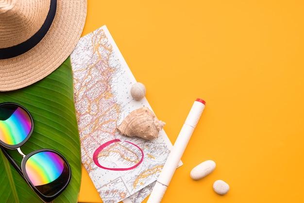Vacaciones de verano y lugar marcado en el mapa.