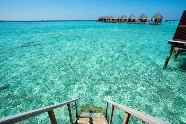 Vacaciones de verano en el resort de playa de maldivas