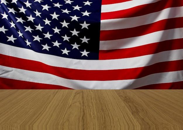 Vacío marrón de madera con bandera americana ondulada