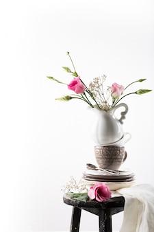 Vajilla con flores