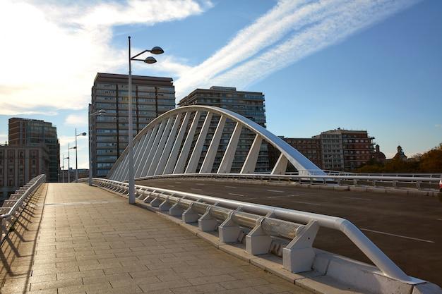 Valencia alameda exposicion puente sobre turia.