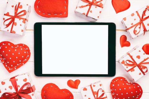 Valentine alegre en decoración navideña, copie el espacio para el diseño.