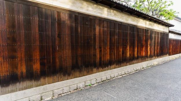 Valla de madera antigua en kurashiki, japón
