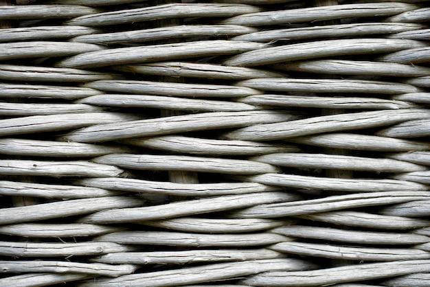 Valla de madera de mimbre gris. primer plano, vista frontal