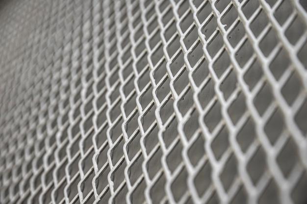 Valla metálica de fondo en tonos grises