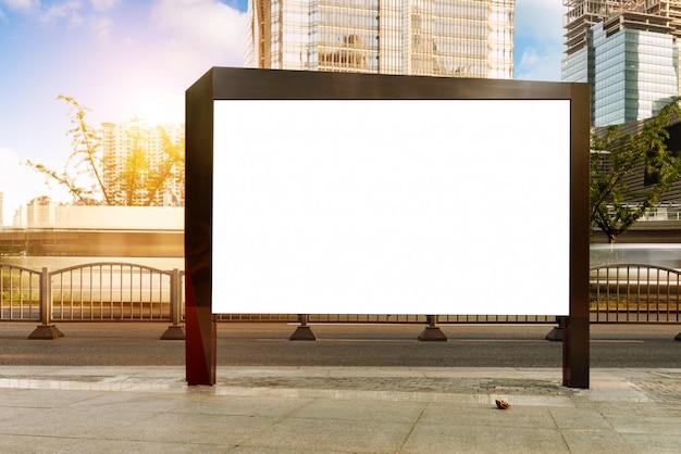 Vallas publicitarias en la carretera