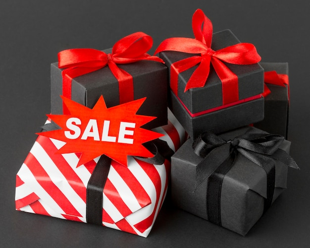 Varias cajas de regalo envueltas concepto cyber monday