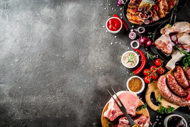 Varias carnes crudas listas para parrilla y barbacoa