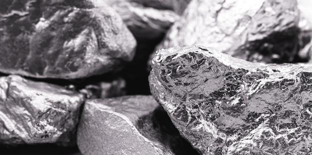 Varias piedras de paladio, elemento químico que a temperatura ambiente se contrae en estado sólido. metal utilizado en la industria. foco puntual