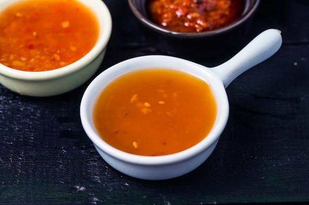Varias salsas de sabor